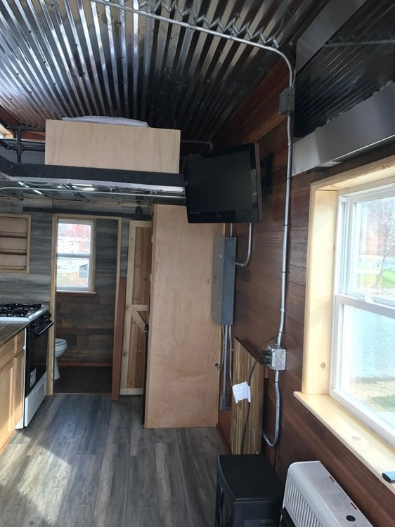 Tennessee Tiny House - Slide 9