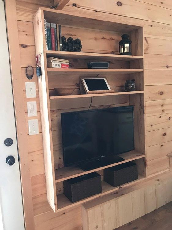Rustic 24' Tiny House - Built June 2017 - Slide 6