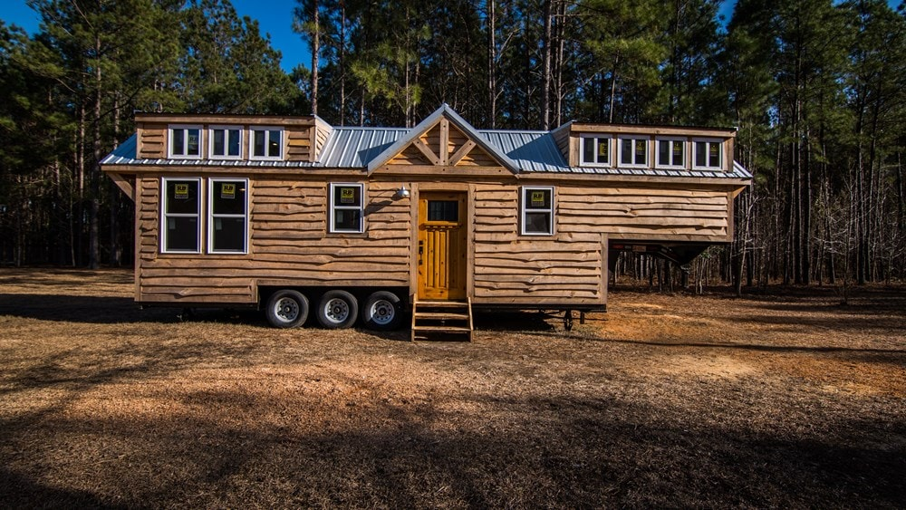 Rustic Goosneck Tinyhouse 39ft - Slide 1