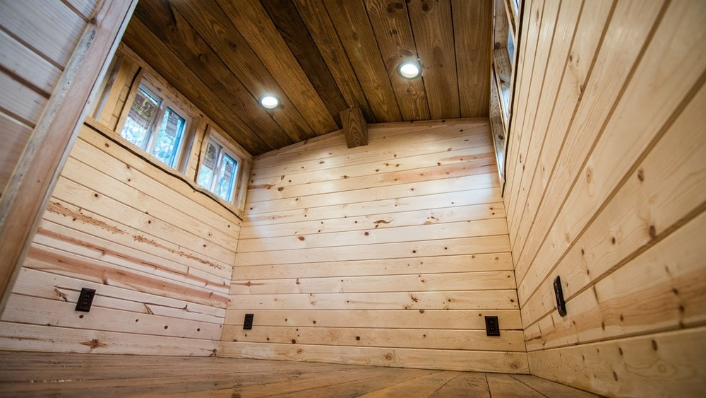 Rustic Goosneck Tinyhouse 39ft - Slide 9