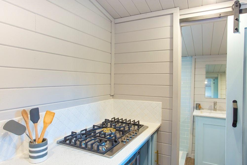 Modern Tiny Home! Ultra Lightweight! We Deliver!  - Slide 9