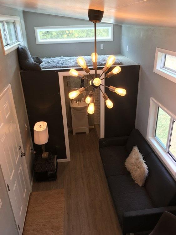 Beautiful 28ft Custom Tiny House - Slide 9