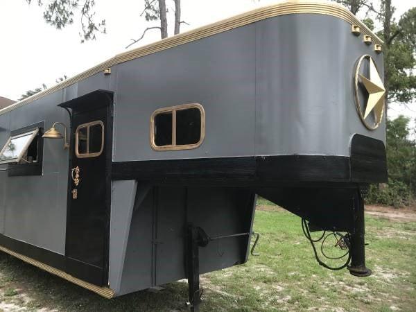 Beautiful tiny home/gypsy trailer  - Slide 4