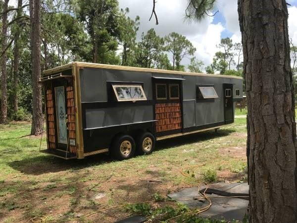 Beautiful tiny home/gypsy trailer  - Slide 6