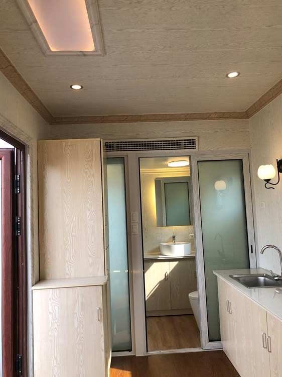 A tiny house with a multifunctional bathroom - Slide 2