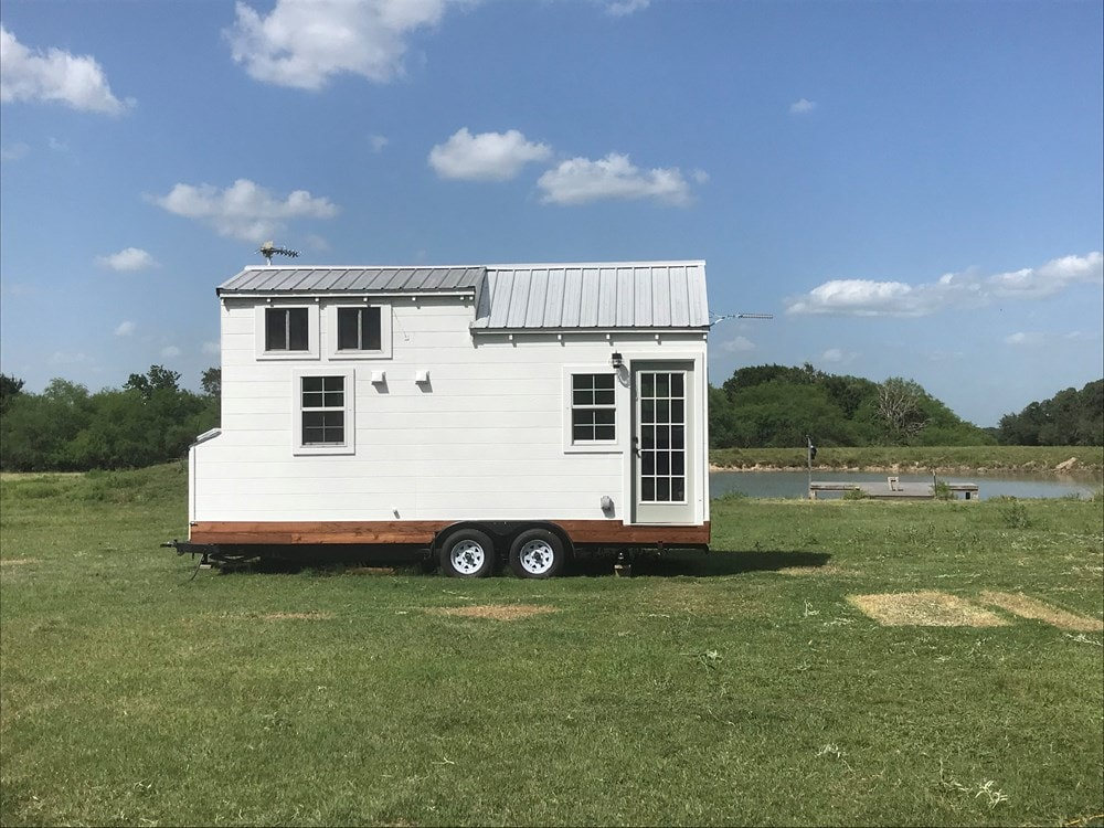 Tiny Texas Farmhouse - Slide 1