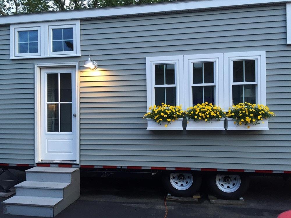 Tiny house on wheels- new built- never lived in - Slide 3