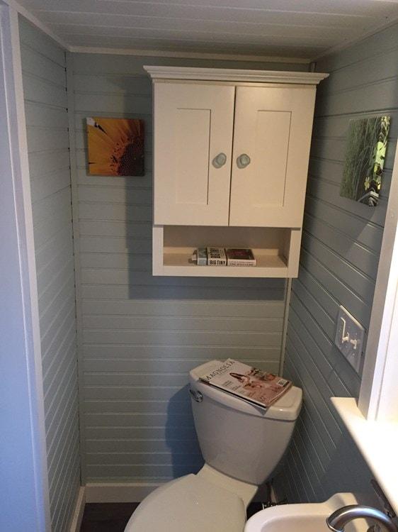 Tiny house on wheels- new built- never lived in - Slide 6