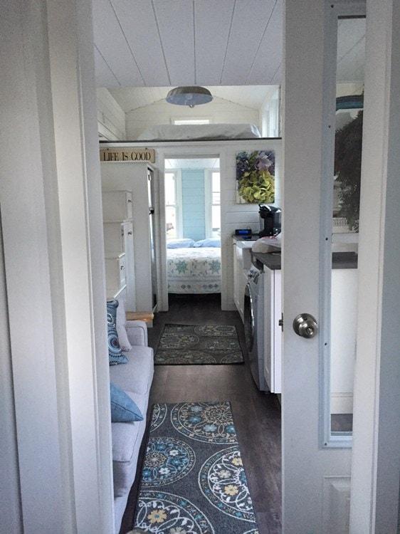Tiny house on wheels- new built- never lived in - Slide 10