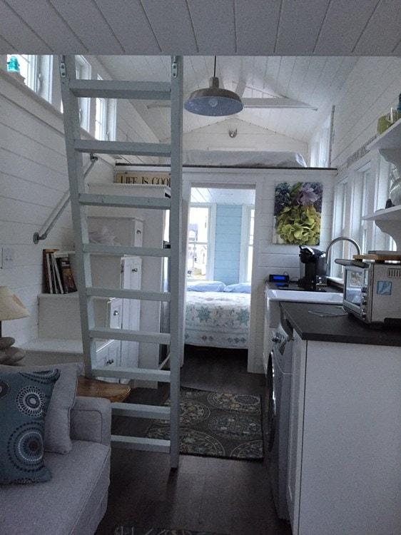 Tiny house on wheels- new built- never lived in - Slide 4