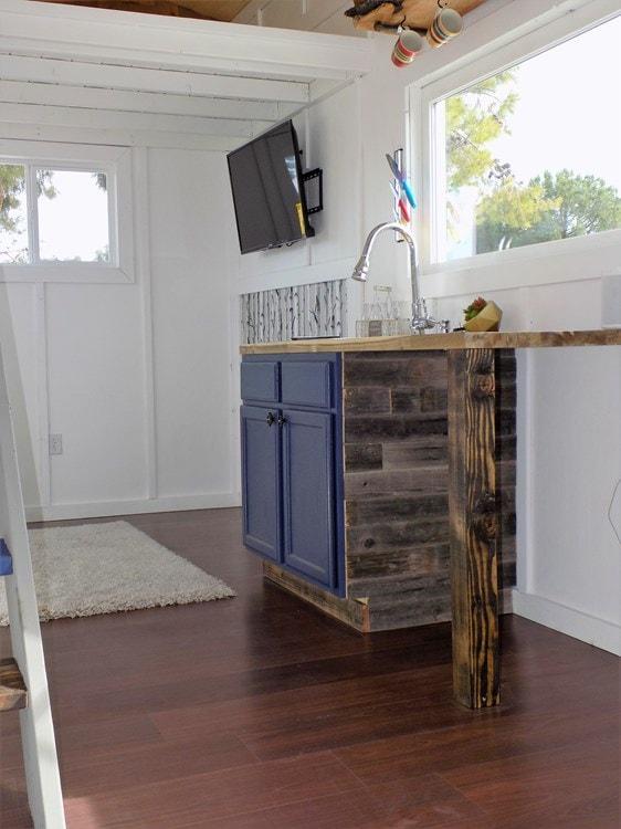 TINY HOUSE ON WHEELS LETS MAKE A DEAL - Slide 2