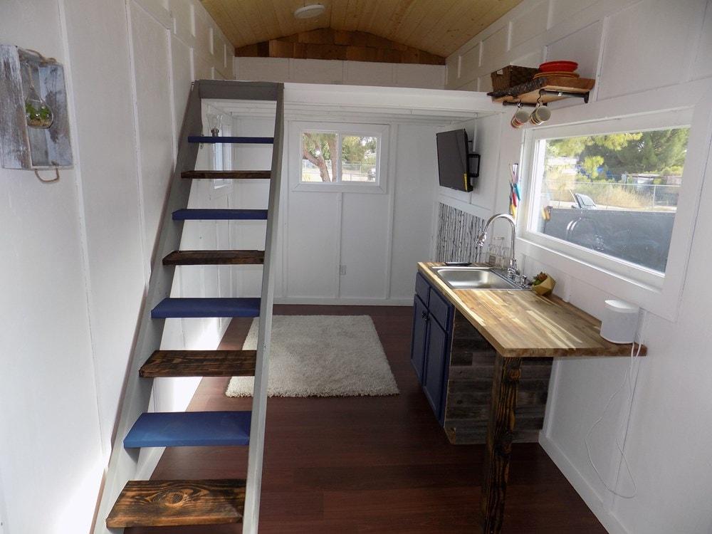 TINY HOUSE ON WHEELS LETS MAKE A DEAL - Slide 3