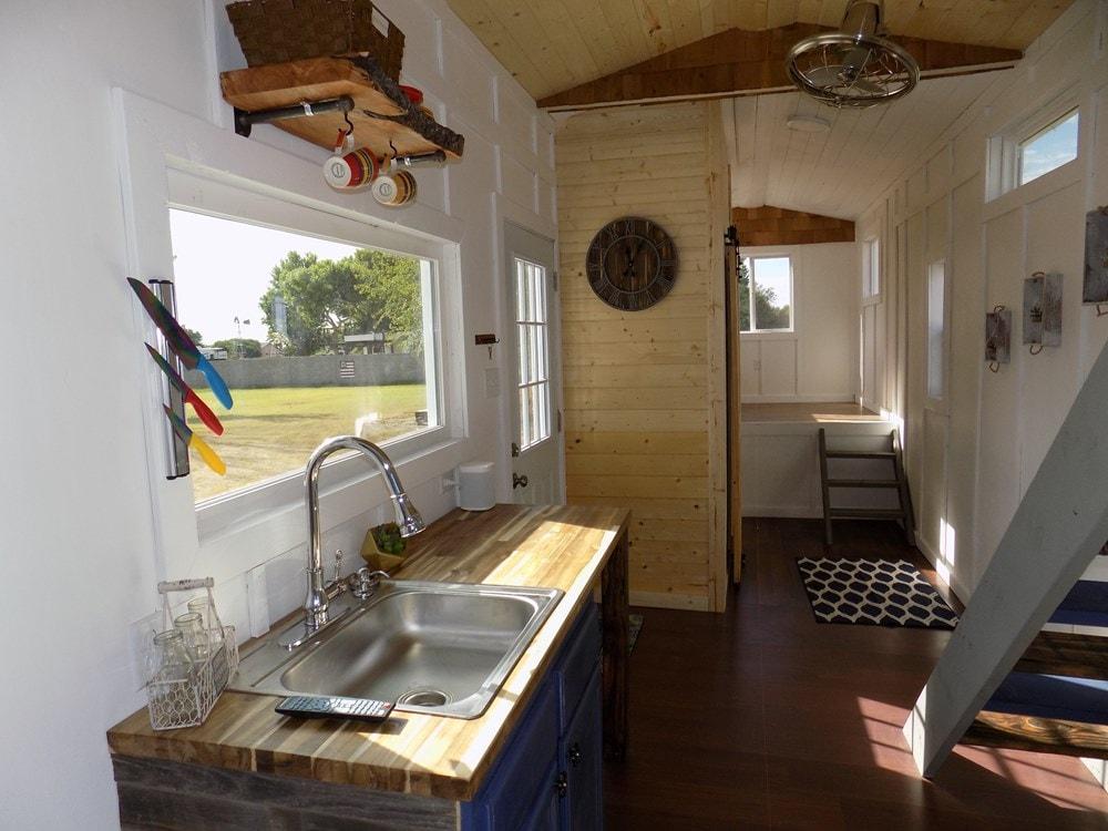 TINY HOUSE ON WHEELS LETS MAKE A DEAL - Slide 10