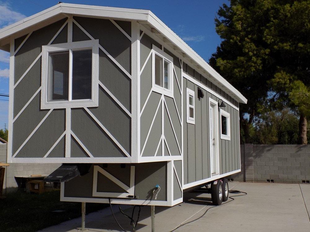 TINY HOUSE ON WHEELS LETS MAKE A DEAL - Slide 6