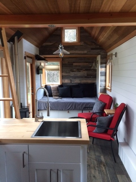 24' Fully furnished THOW, move-in ready! RVIA Certified - Slide 10