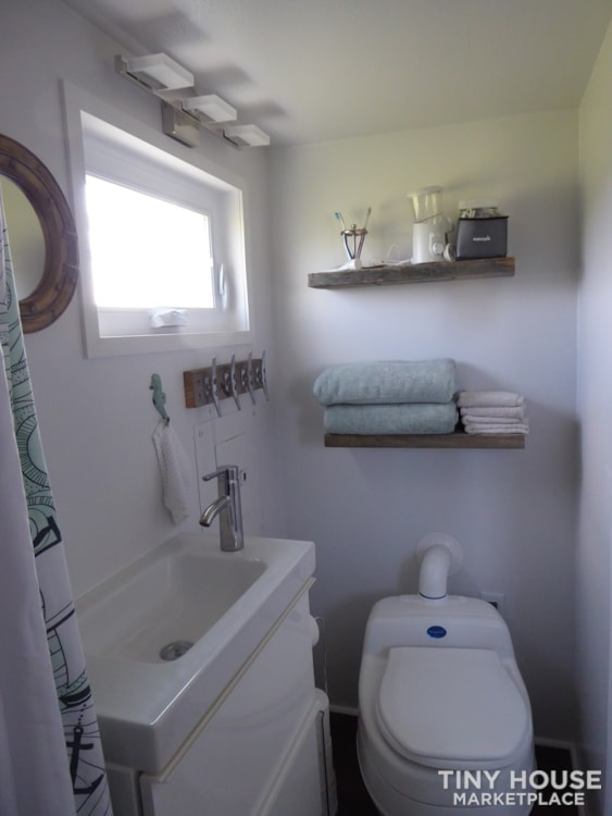 24' modern and open tiny house - Slide 2