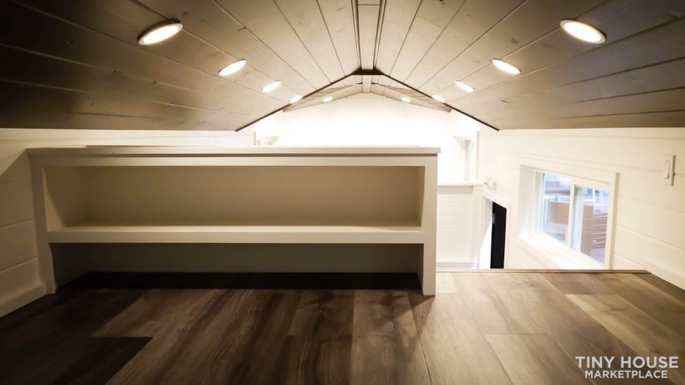 26ft Modern Tiny House built  2018 RVIA certified. High End Luxury Finishes. - Slide 11