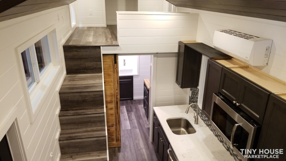 26ft Modern Tiny House built  2018 RVIA certified. High End Luxury Finishes. - Slide 16