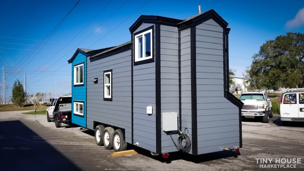 26ft Modern Tiny House built  2018 RVIA certified. High End Luxury Finishes. - Slide 18