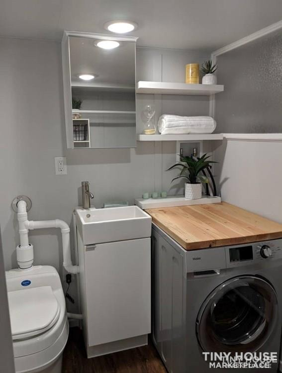 28' Modern and Spacious Tiny House on Wheels in a great location - Slide 5