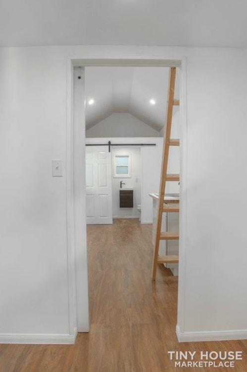 28ft Lisa Tiny Home on Wheels  - Slide 10