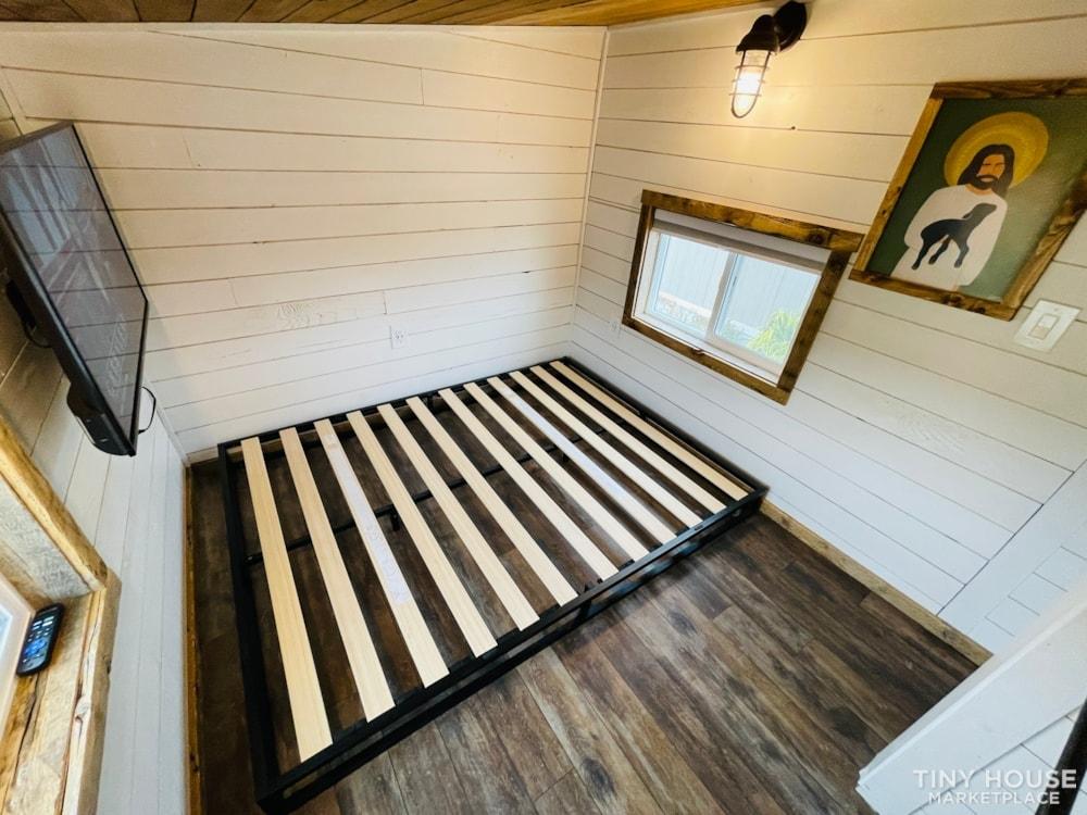 320 SqFt Home Style Sweet Tiny Home - Slide 31