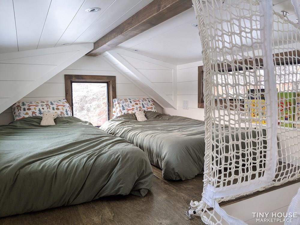 36' Luxury Modern Tiny House on Wheels - Slide 9