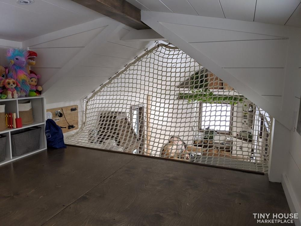 36' Luxury Modern Tiny House on Wheels - Slide 10