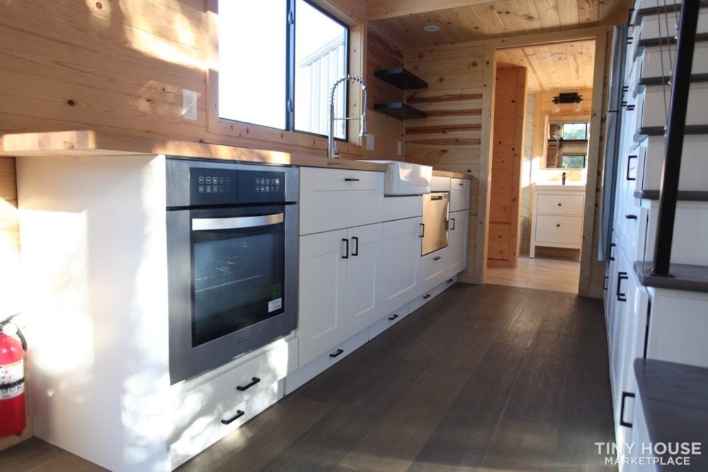 36' Modern Cabin - Nomad Tiny Homes - New - Dual loft - 21k trailer - Warranty - Slide 4