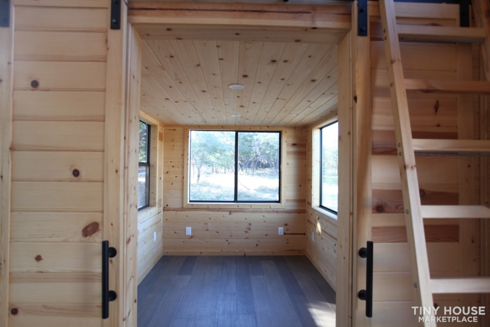36' Modern Cabin - Nomad Tiny Homes - New - Dual loft - 21k trailer - Warranty - Slide 6