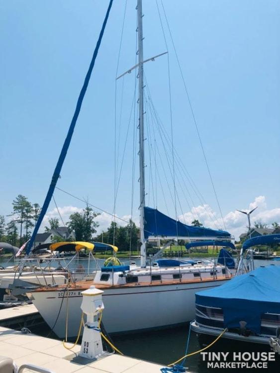 37' True Ocean Cruising Sailboat - Heading to the Islands? LiveAboard! - Slide 1