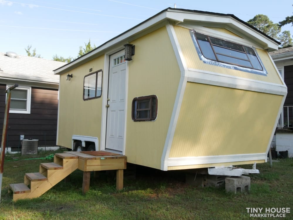 Ready to live, no work needed! A lot of sunshine in this tiny house! - Slide 1