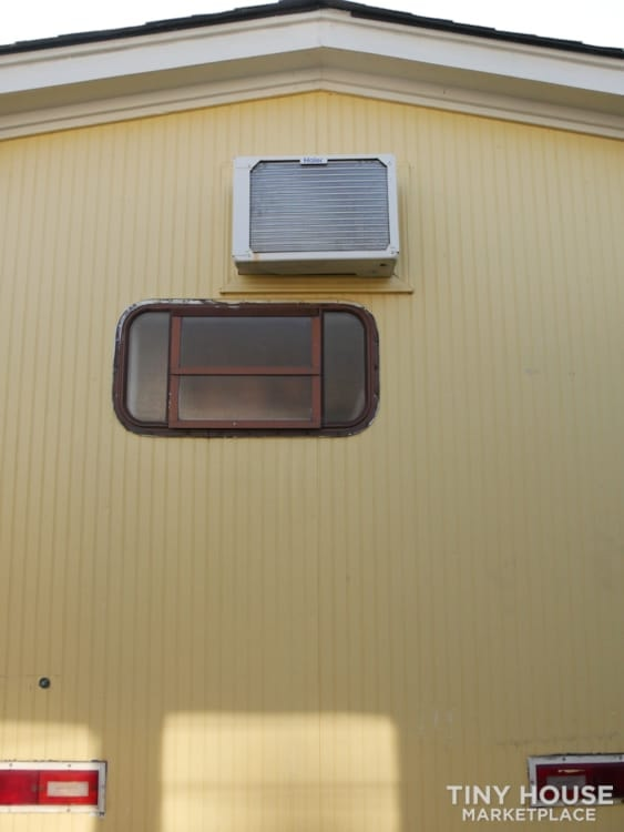 Ready to live, no work needed! A lot of sunshine in this tiny house! - Slide 9