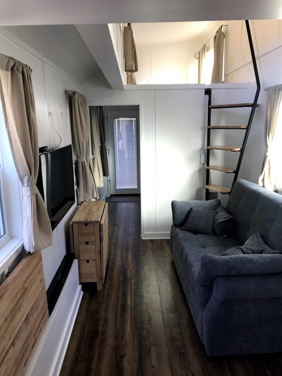 Beautiful and Spacious Tiny House/Tiny Mansion - Slide 10