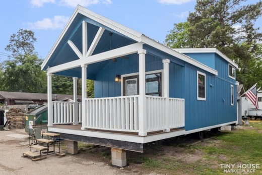 BEAUTIFUL TEXAS-BUILT 399sq. ft PARK MODEL **FINANCING AVAILABLE**