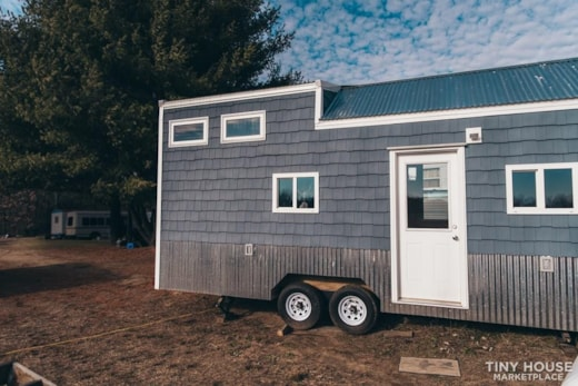Beautiful Tiny Home on Wheels - Move-in Ready