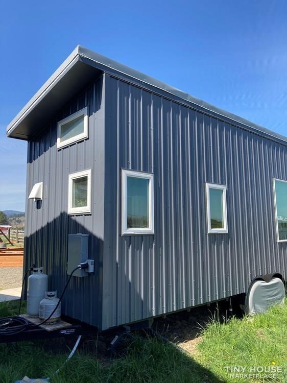 Bright & beautiful Tiny House on wheels - Slide 3