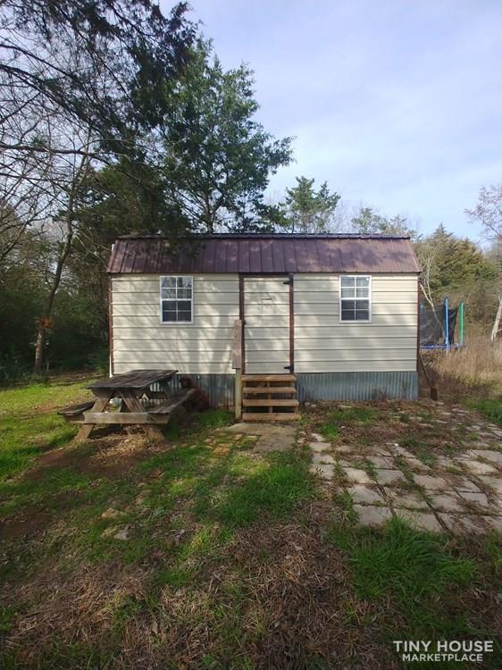 Cabin Tiny House - Slide 1