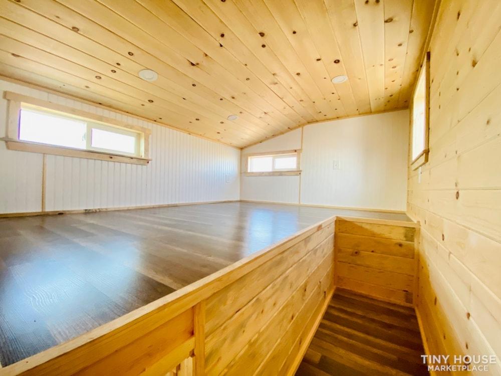 Colorado 12'   20amp Solar from Renogy   Composting Toilet   Off Grid   $27,500 - Slide 6