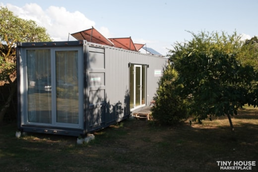 Container-type, fully equipped living house for sale NOW!