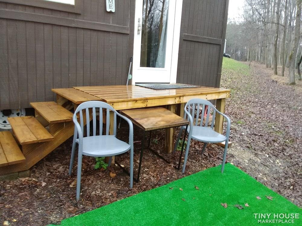 Cozy fixer upper 160 sq ft tiny house - Slide 1