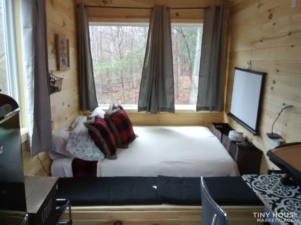 Cozy fixer upper 160 sq ft tiny house - Slide 2