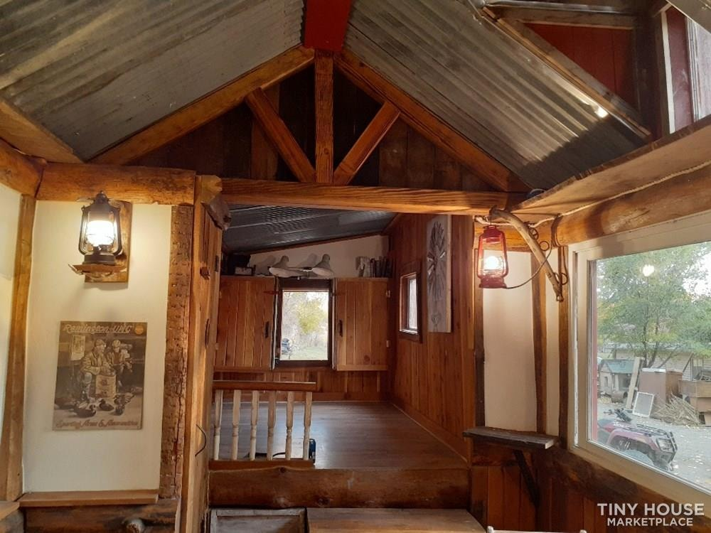 Cozy Western Tiny House - Slide 4