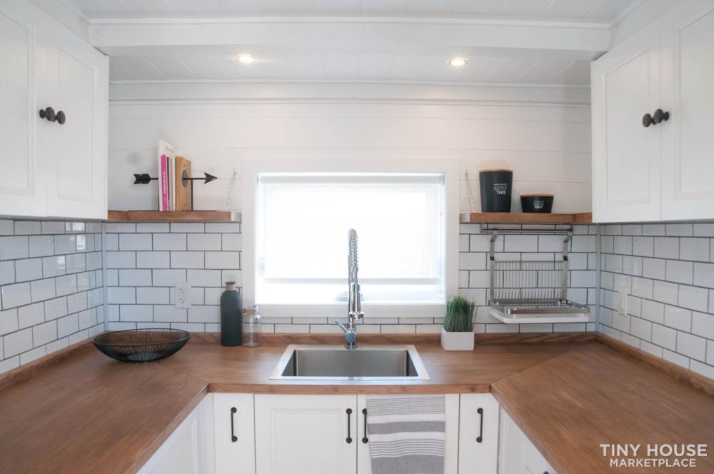 Custom-Built Luxury Modern Off-Grid Tiny Home by Minimaliste - Slide 8