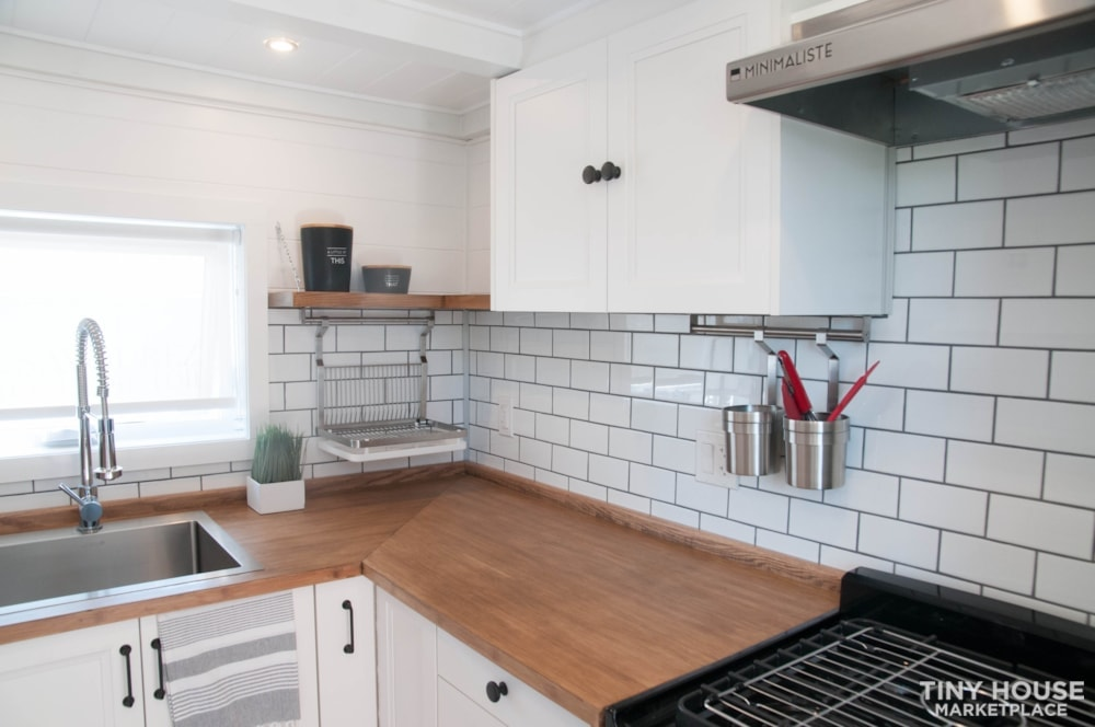 Custom-Built Luxury Modern Off-Grid Tiny Home by Minimaliste - Slide 9