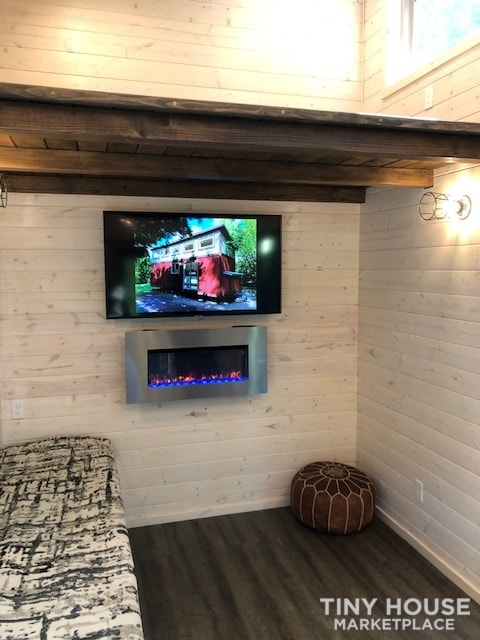 Exceptional Modern Tiny Home Ready for You! - Slide 4