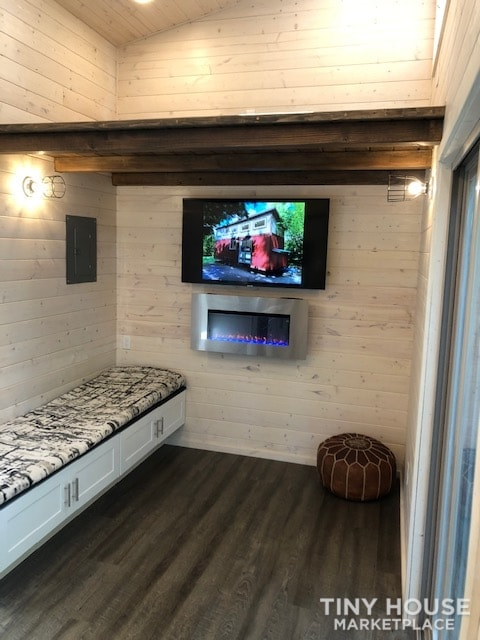 Exceptional Modern Tiny Home Ready for You! - Slide 8