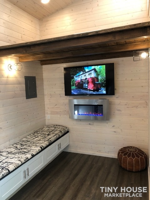 Exceptional Modern Tiny Home Ready for You! - Slide 9