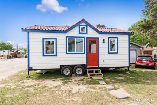 EXPERTLY CRAFTED 24' TINY HOUSE WITH DOWNSTAIRS