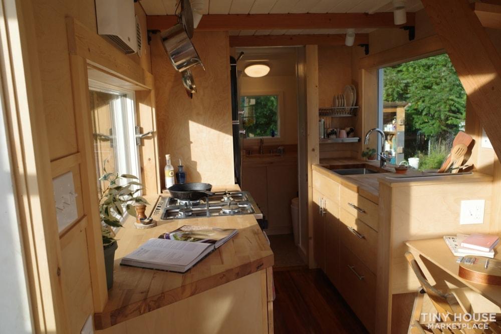Gorgeous Brand New 20' New England Modern Tiny House - Slide 9
